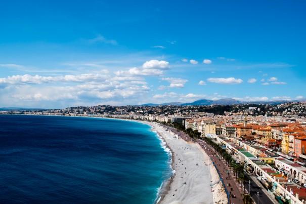 Vue sur la baie de Nice et ses appartements de luxe