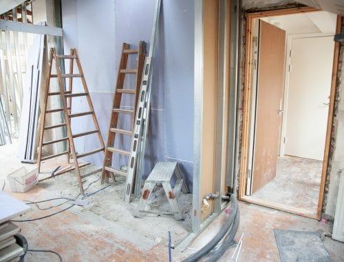 Construction d'une maison en travaux